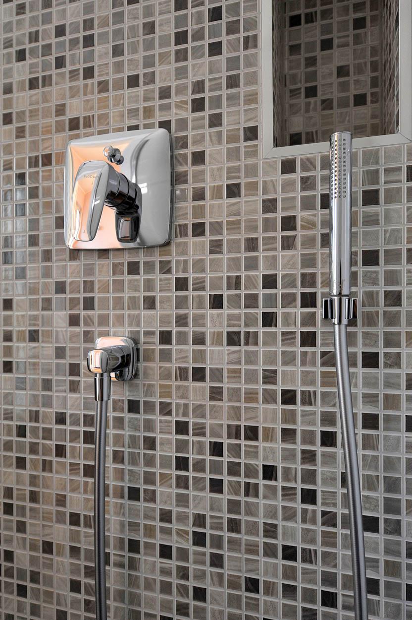 Badeinrichtung mit Ablagefach.jpg